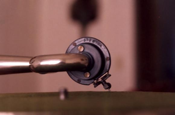 stari-gramofon-2-igla-i-rucka