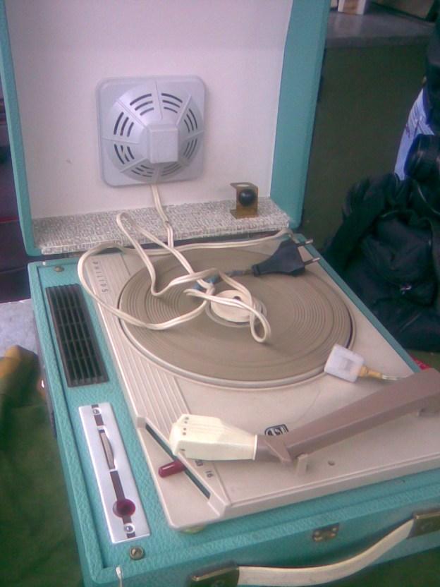 Stari gramofon PHILIPS 1