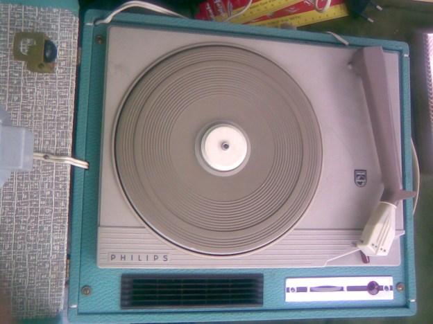 Stari gramofon PHILIPS 3