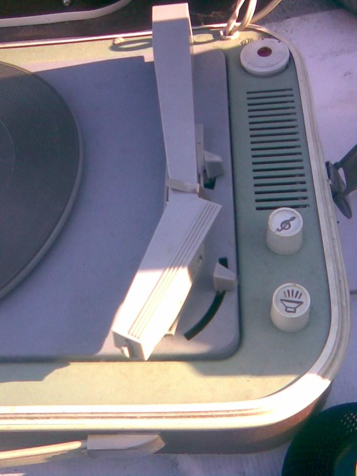 Mali lep stari gramofon iz 60-tih 2