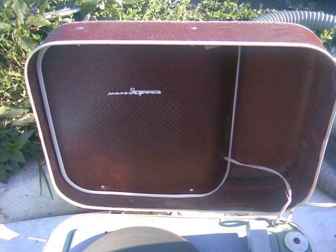 Mali lep stari gramofon iz 60-tih 3