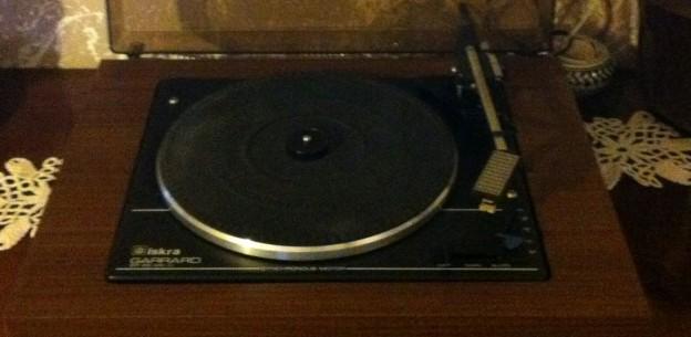 gramofon ISKRA Garrard a
