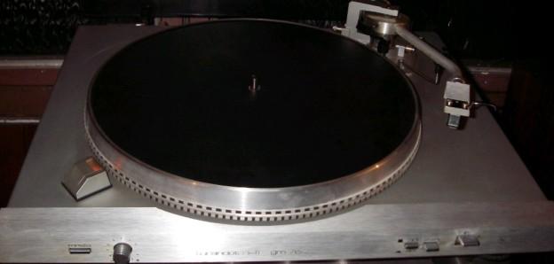 gramofon RIZ GM 7600 1