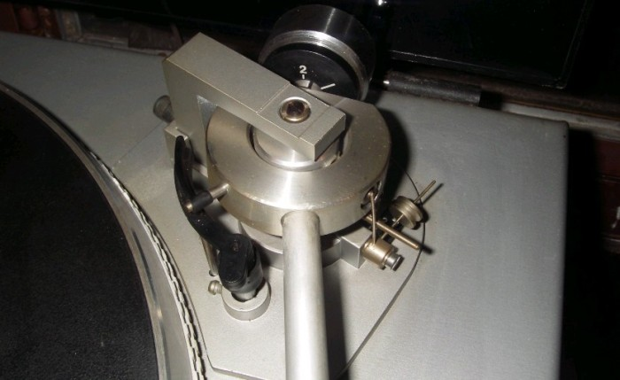 gramofon RIZ GM 7600 4