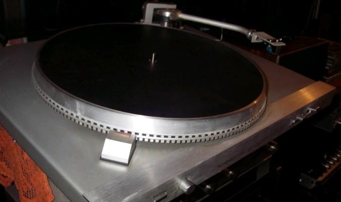 gramofon RIZ GM 7600 5